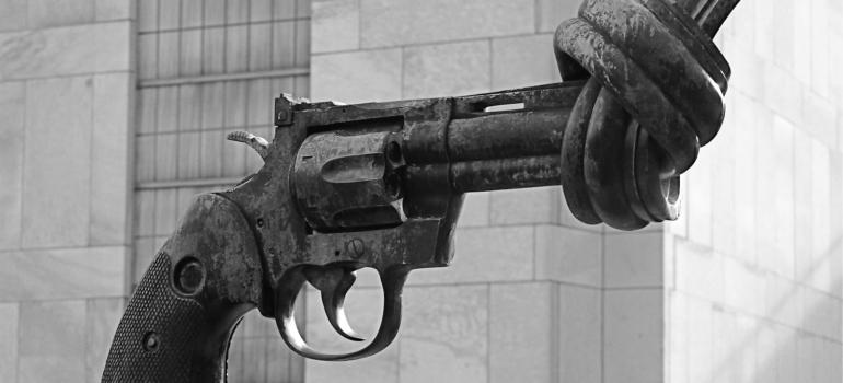 3. La ley, el orden y las armas